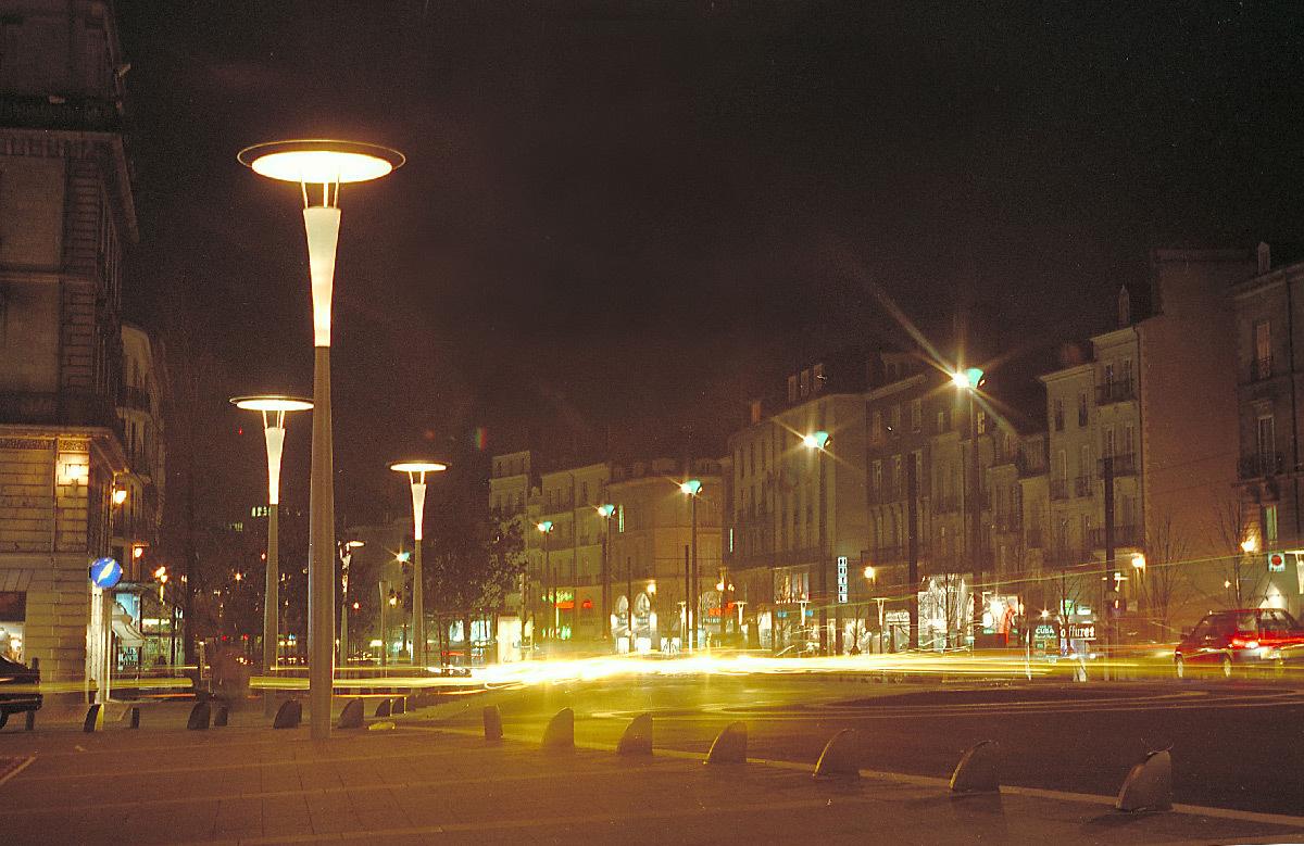 Cours des 50 Otages, Nantes, France - Maîtrise d'œuvre : Rota, Fortier, Bloch, Concepteur lumière : Roger Narboni, Photo : Vincent Laganier