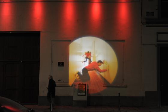 A travers les murs, Quartiers Saint-Jacques, Bruxelles, Belgique - Conception lumière : Isabelle Corten - Collectif d'artistes : Zimmerfrei - Photo : Anna de Manincor