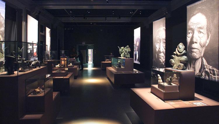 Exposition Inuit, Musée de l'Homme, Paris – Scénographe : Mehl'Usine - Conception lumière et photo : Marc Dumas