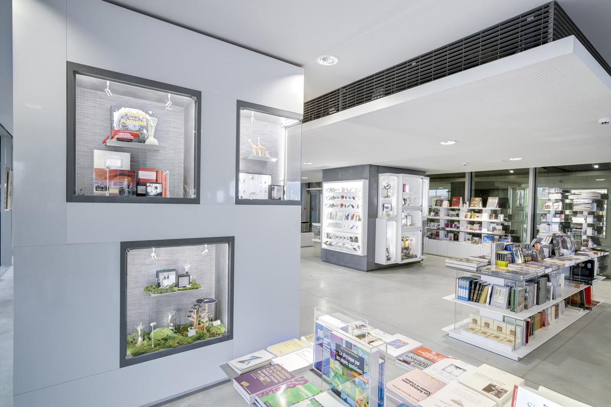 diversum et les prix versailles architecture commerciale. Black Bedroom Furniture Sets. Home Design Ideas