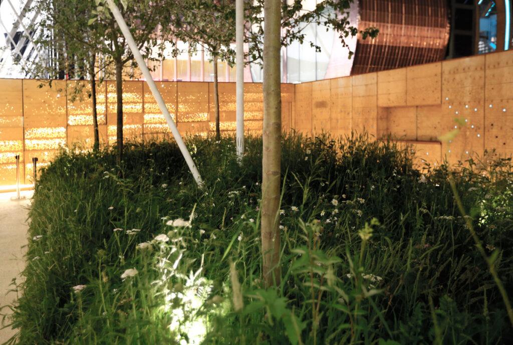 Le vergé, de nuit - Expo 2015, UK Pavilion, Milan, Italy - Architects BDP - Artist Wolfgang Buttress - Photo Jean-Yves Soetinck