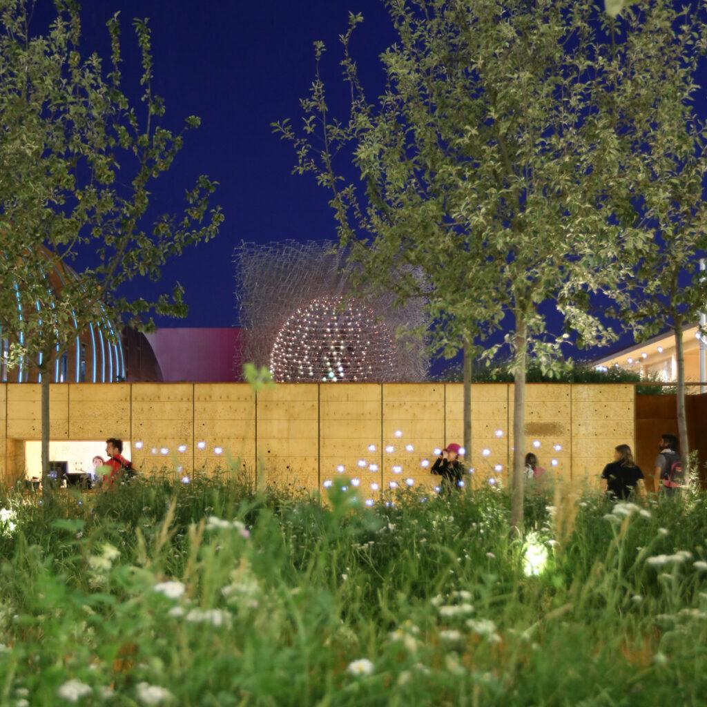 Depuis l'entrée - Expo 2015, UK Pavillon, Milan, Italy - Architects BDP - Artist Wolfgang Buttress - Photo Jean-Yves Soetinck