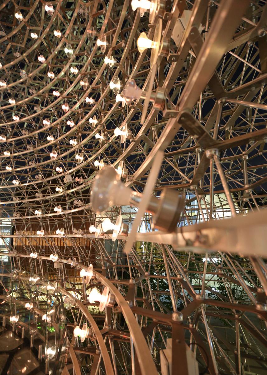 Dans la ruche, les abeilles butines - Expo 2015, UK Pavillon, Milan, Italy - Architects BDP - Artist Wolfgang Buttress - Photo Jean-Yves Soetinck