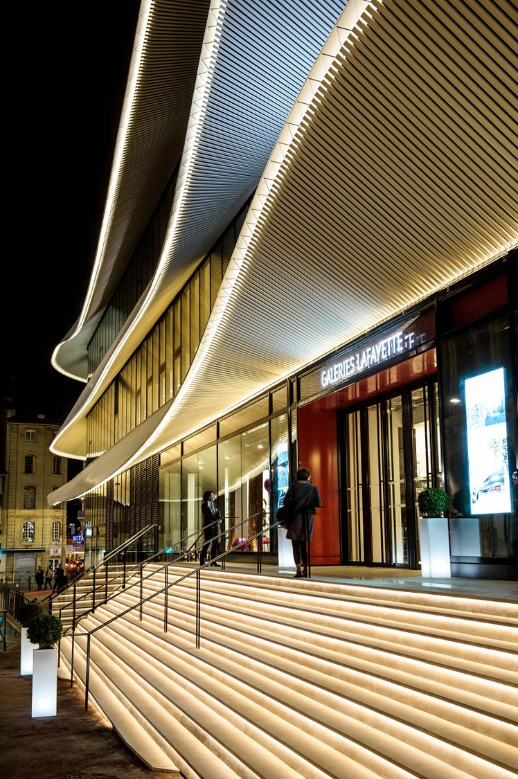 galeries lafayette centre bourse marseille france citynove architectes moatti riviere. Black Bedroom Furniture Sets. Home Design Ideas