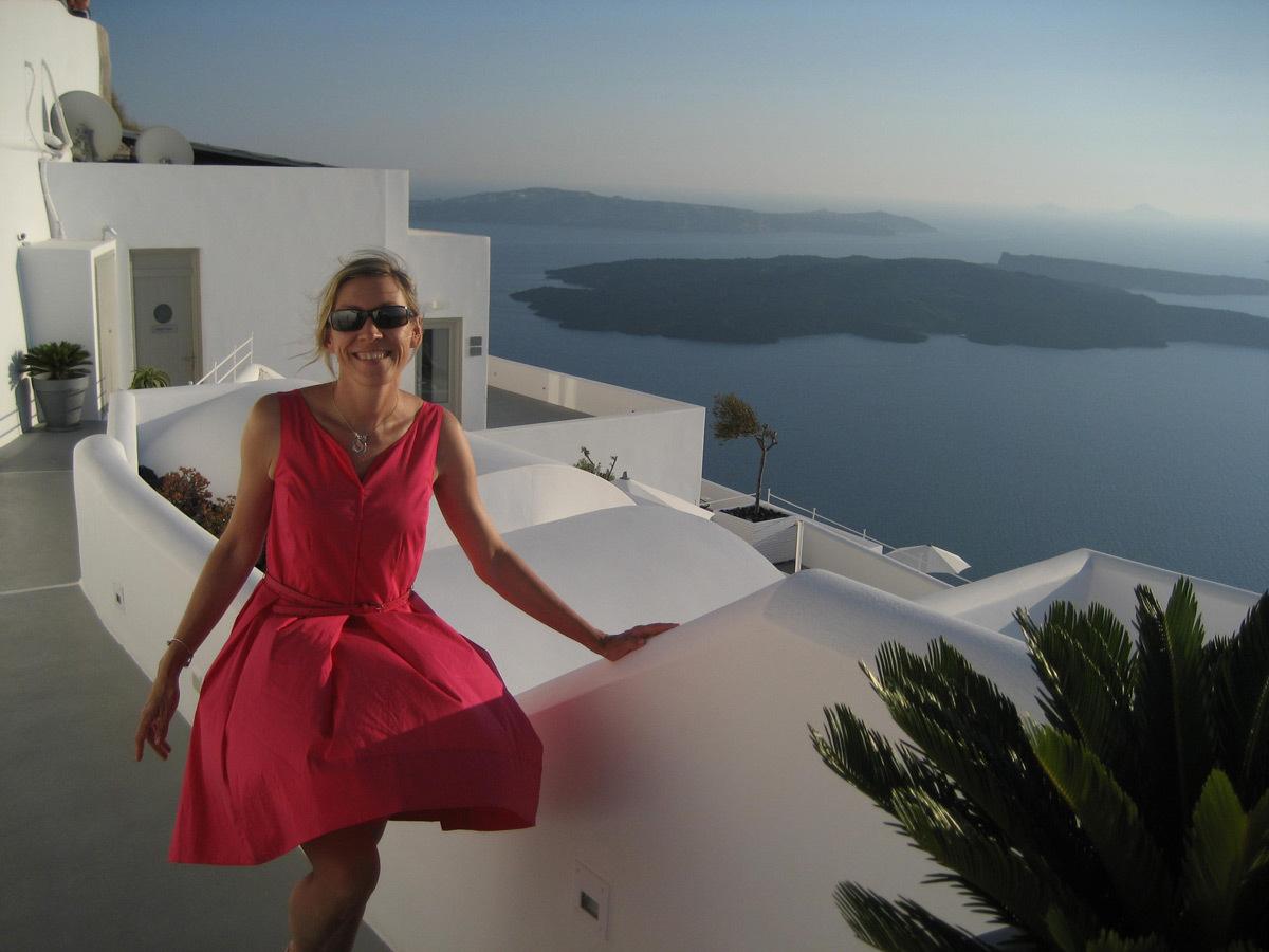 Chaleur des rayons du soleil sur moi à l'ile de Santorin en Grèce - Photo : K. M. Zielinska-Dabkowska