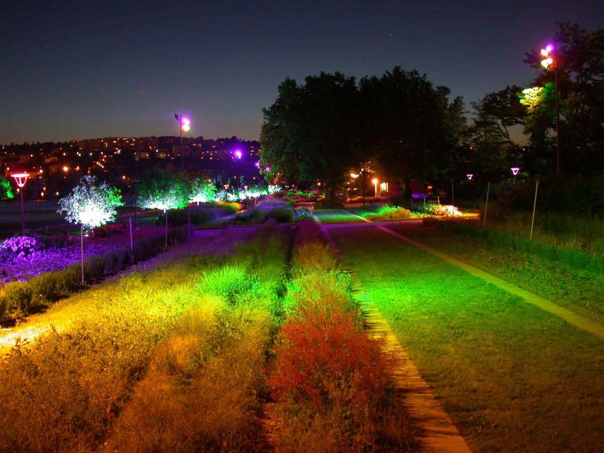 Parc de Gerland, Lyon - Jardin chromatique - Conception lumière et photo : LEA