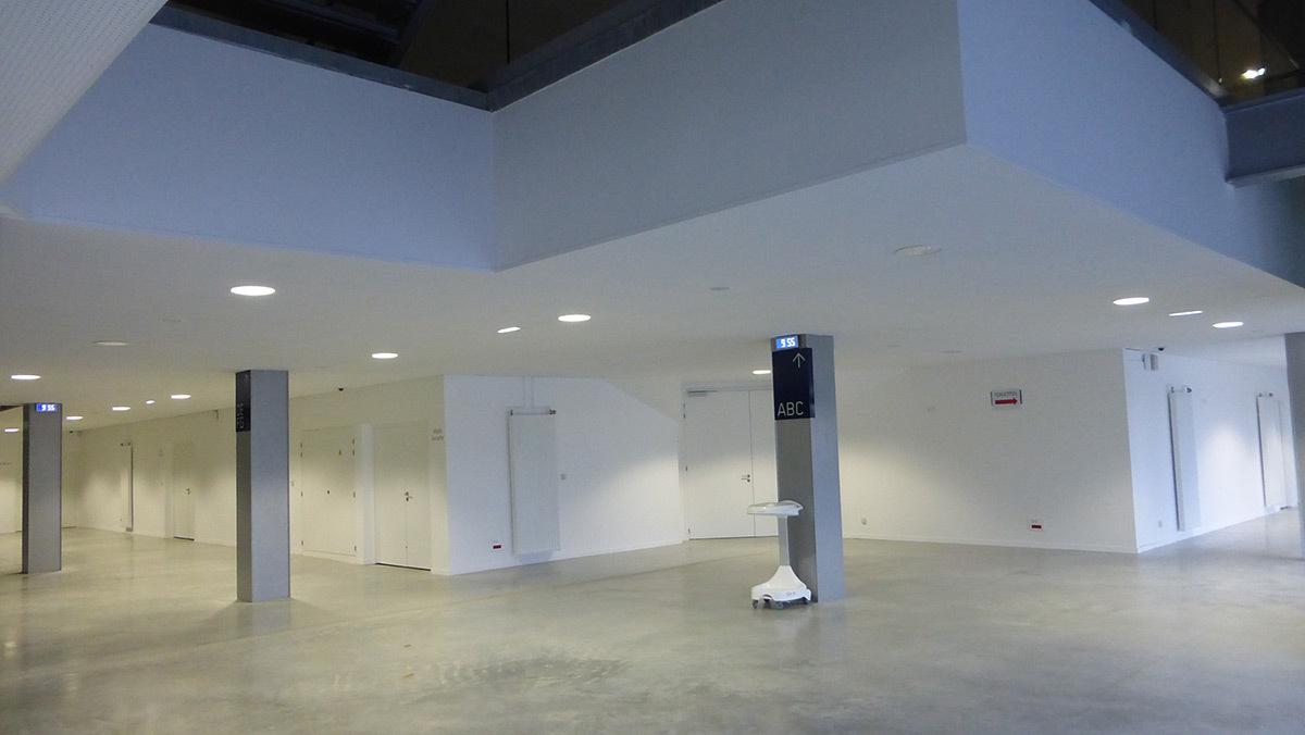 Hall d'entrée public - Salle sportive métropolitaine de Nantes Métropole, Rezé, France - Architectes Chaix & Morel et Associés - Photo Vincent Laganier