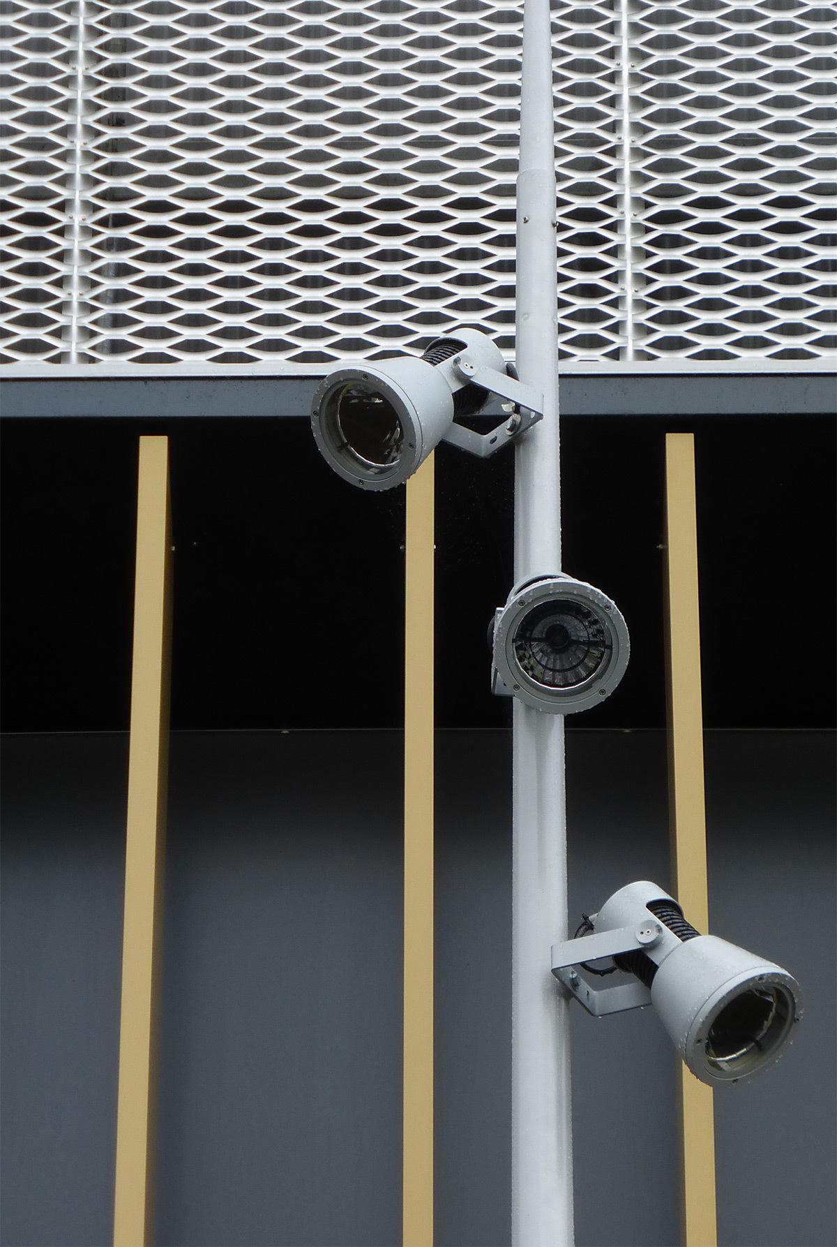 Eclairage par projecteur du parvis - Salle sportive métropolitaine de Nantes Métropole, Rezé, France - Architectes Chaix & Morel et Associés - Photo Vincent Laganier