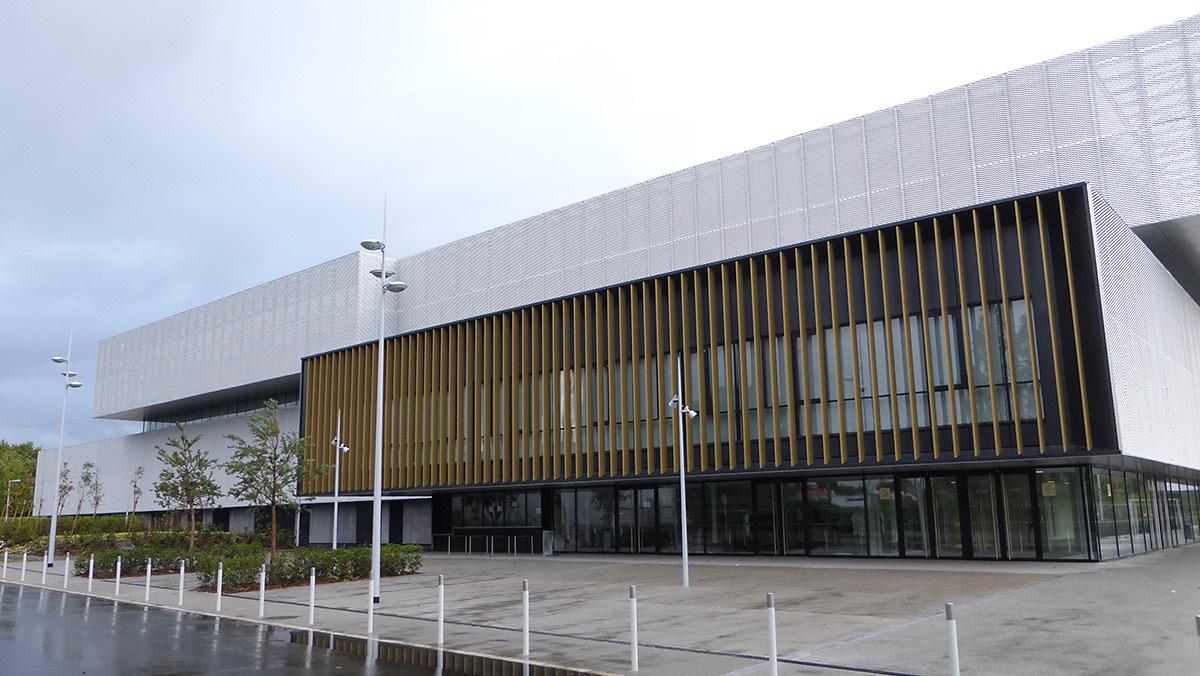 Pavis d'accès - Salle sportive métropolitaine de Nantes Métropole, Rezé, France - Architectes Chaix & Morel et Associés - Photo Vincent Laganier