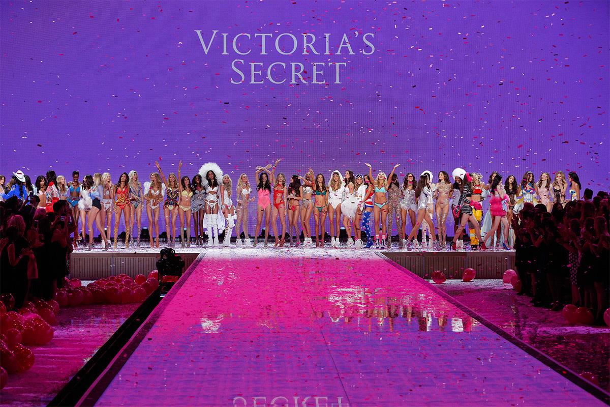 victoria 39 s secret fashion show 2015 en sc ne light zoom. Black Bedroom Furniture Sets. Home Design Ideas