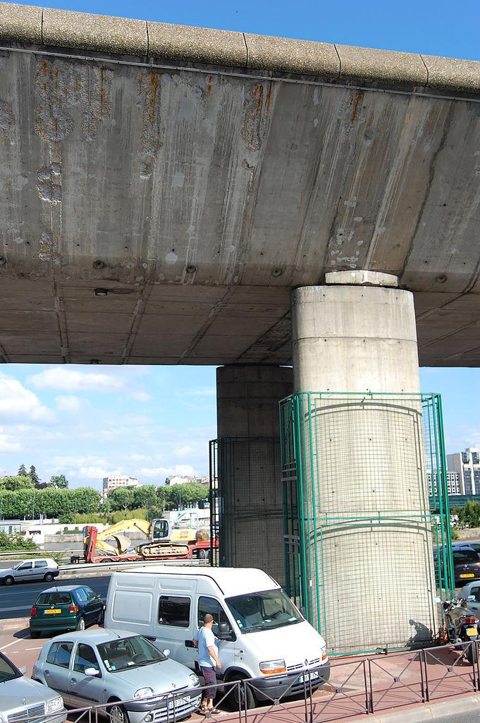 Pilier du viaduc de Saint-Cloud, autoroute A13 - Photo Wikipedia