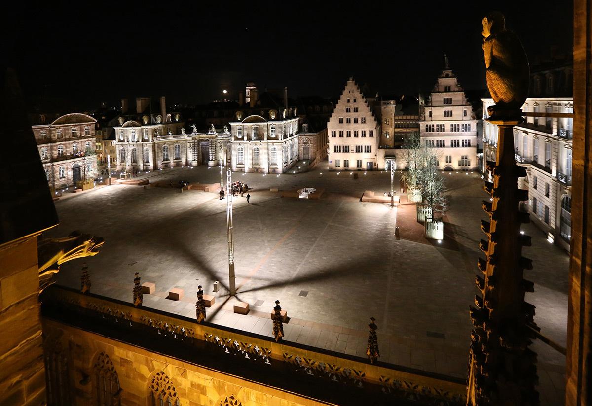 Mise en lumière de la Place du Château 2014 - vue depuis la Cathédrale, Strasbourg, France - Photo : L'Acte Lumière
