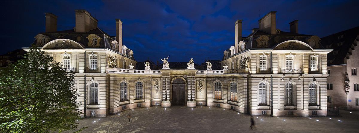 Mise en lumière du Palais des Rohan, Strasbourg, France - Place du Château - Concepteur lumière : Jean-Yves Soetinck, L'Acte Lumière - Photo : Philips Lighting