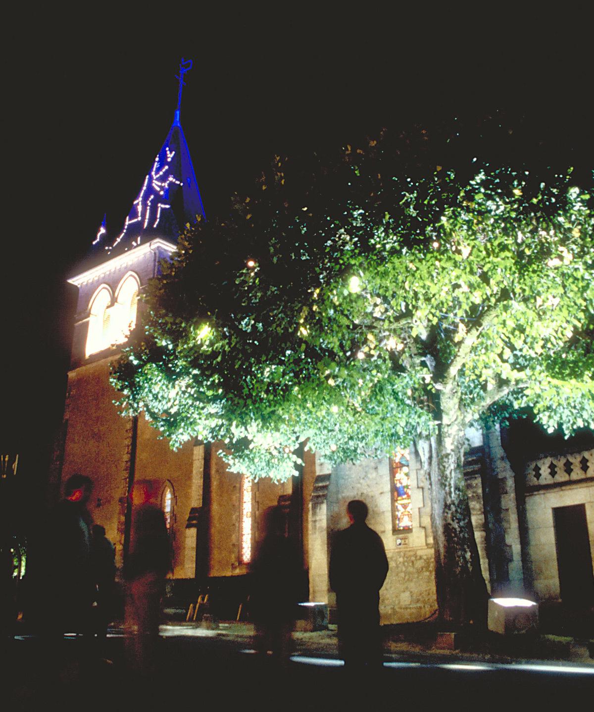 Vue d'ensemble - Lumière(s) en usage - Bourg de Champcevinel, Dordogne – Conception lumière : Anne Bureau et Stephane Carratero - 17 au 20 septembre 1998 - Photo : Vincent Laganier
