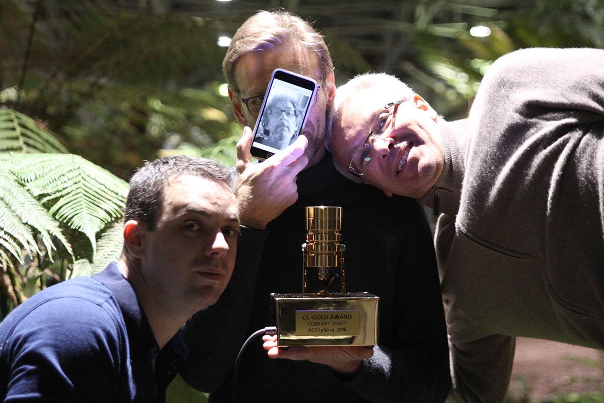 Nicolas Claisse, Alexis Coussement représentant François Gaunand, Philippe Mussard - Prix de la conception lumiere interieure ACE 2016 - trophée Concept light - Photo ACE