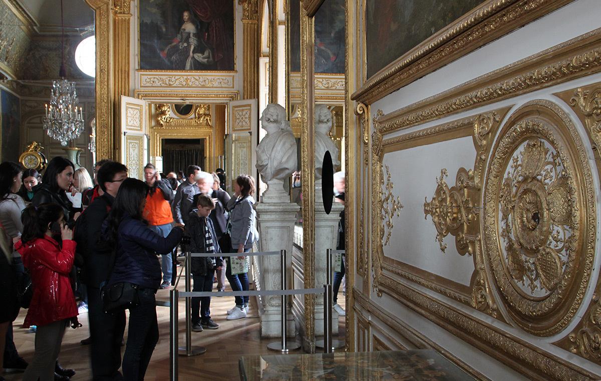 Olafur Eliasson, Deep mirror black, 2016 - Château de Versailles, France - Photo : Vincent Laganier