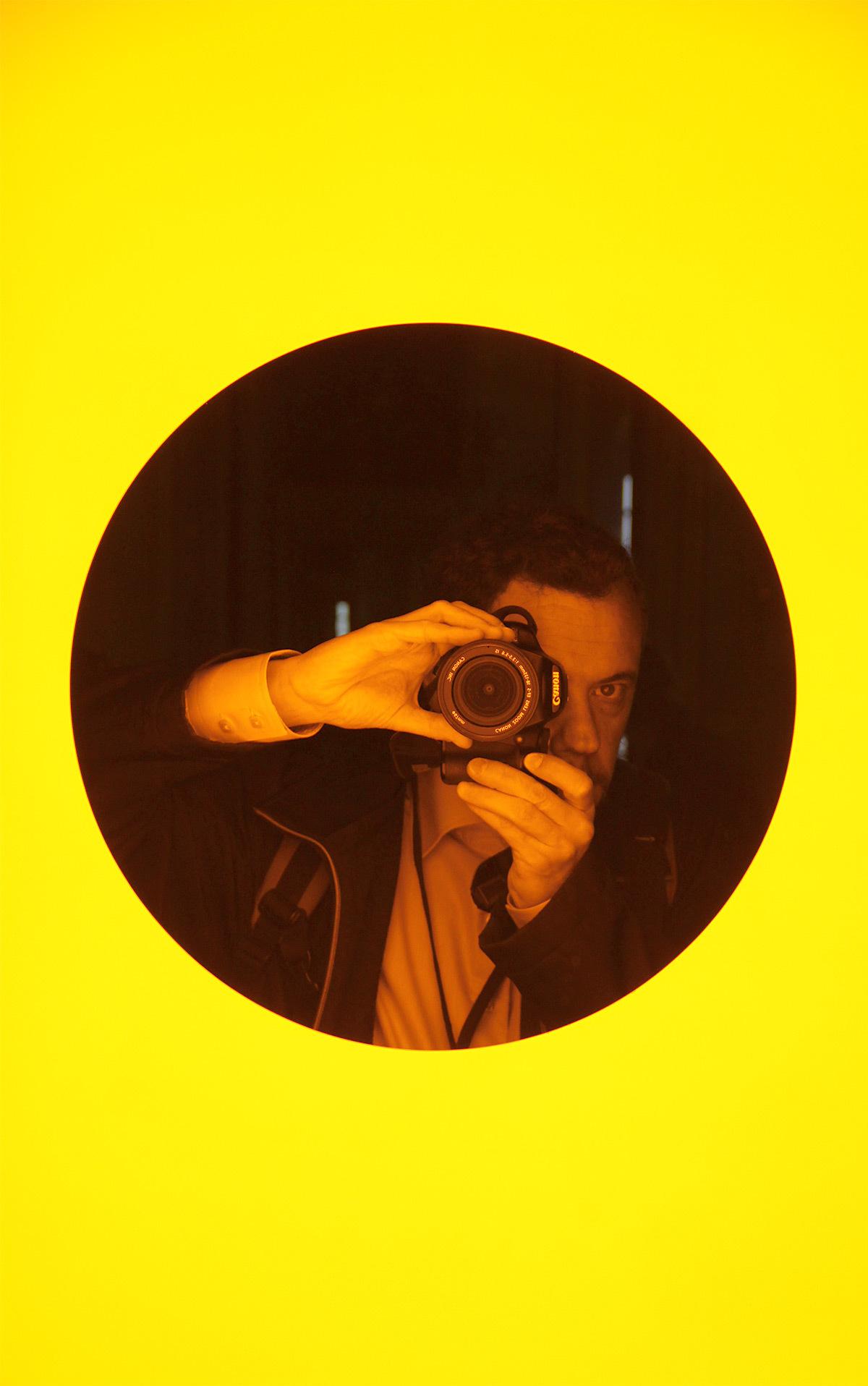 Olafur Eliasson, Deep mirror yellow, 2016 - Château de Versailles, France - Photo : Vincent Laganier