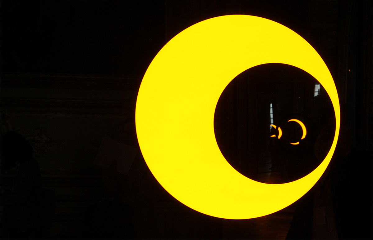 Olafur Eliasson, Deep mirror yellow, Deep mirror black, 2016 - Château de Versailles, France - Photo : Vincent Laganier