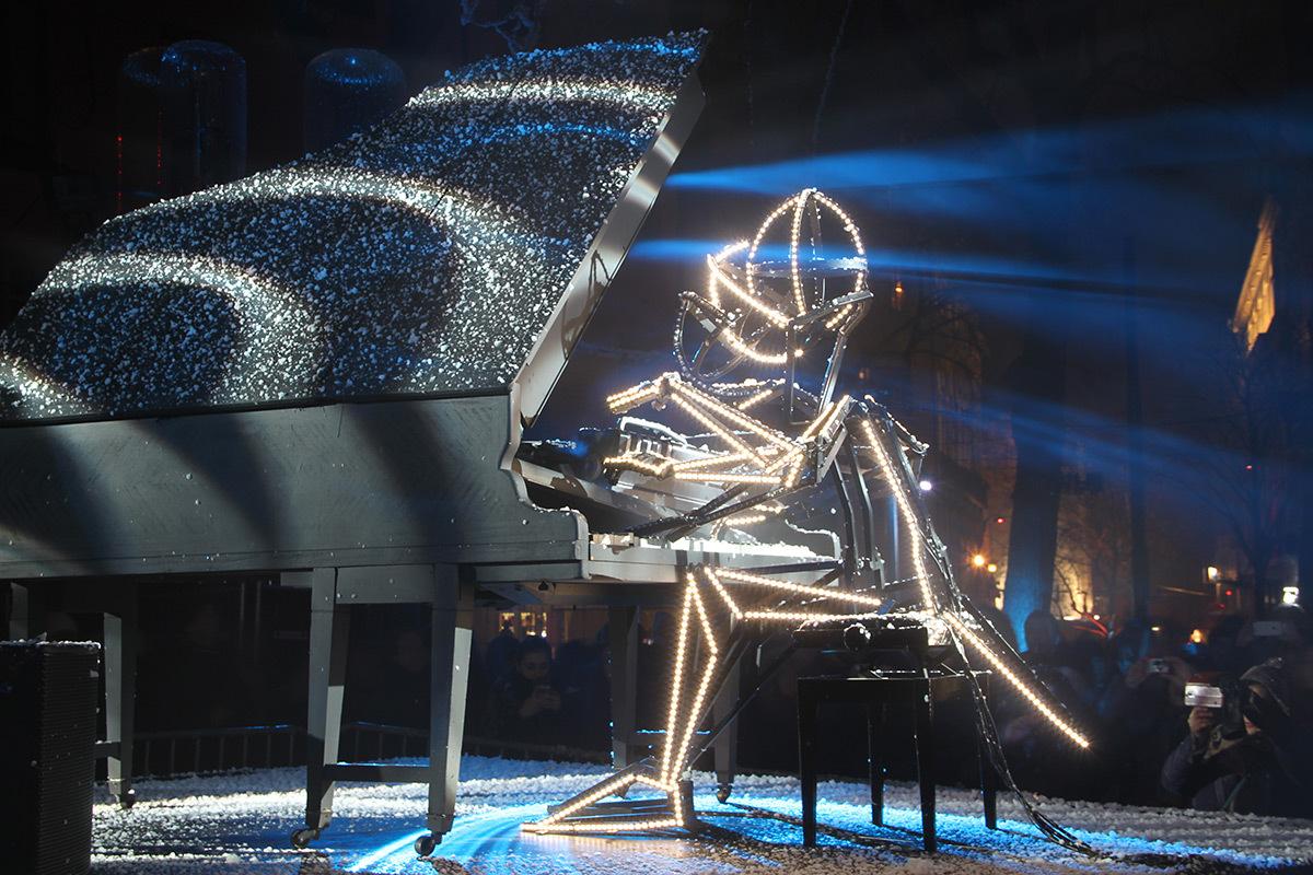 Un piano sous la neige, place Sathonay - Jean-Luc Hervé, Les Orpailleurs de Lumière - Fête des lumières 2016, Lyon, France - Photo : Vincent Laganier