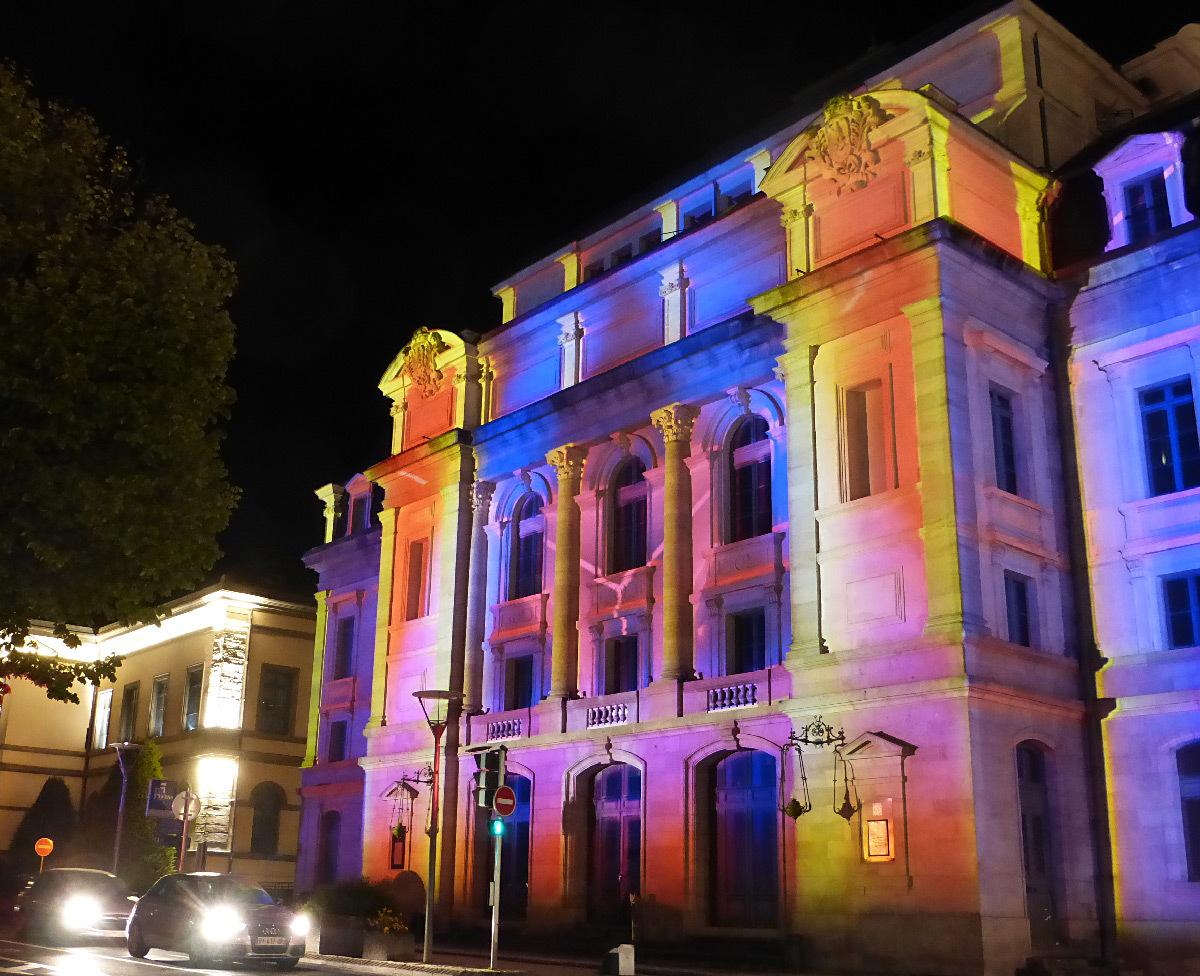 Puy en lumi res th tre municipal de 36000 ans light zoom lumi re le portail de la - Puy de lumiere ...