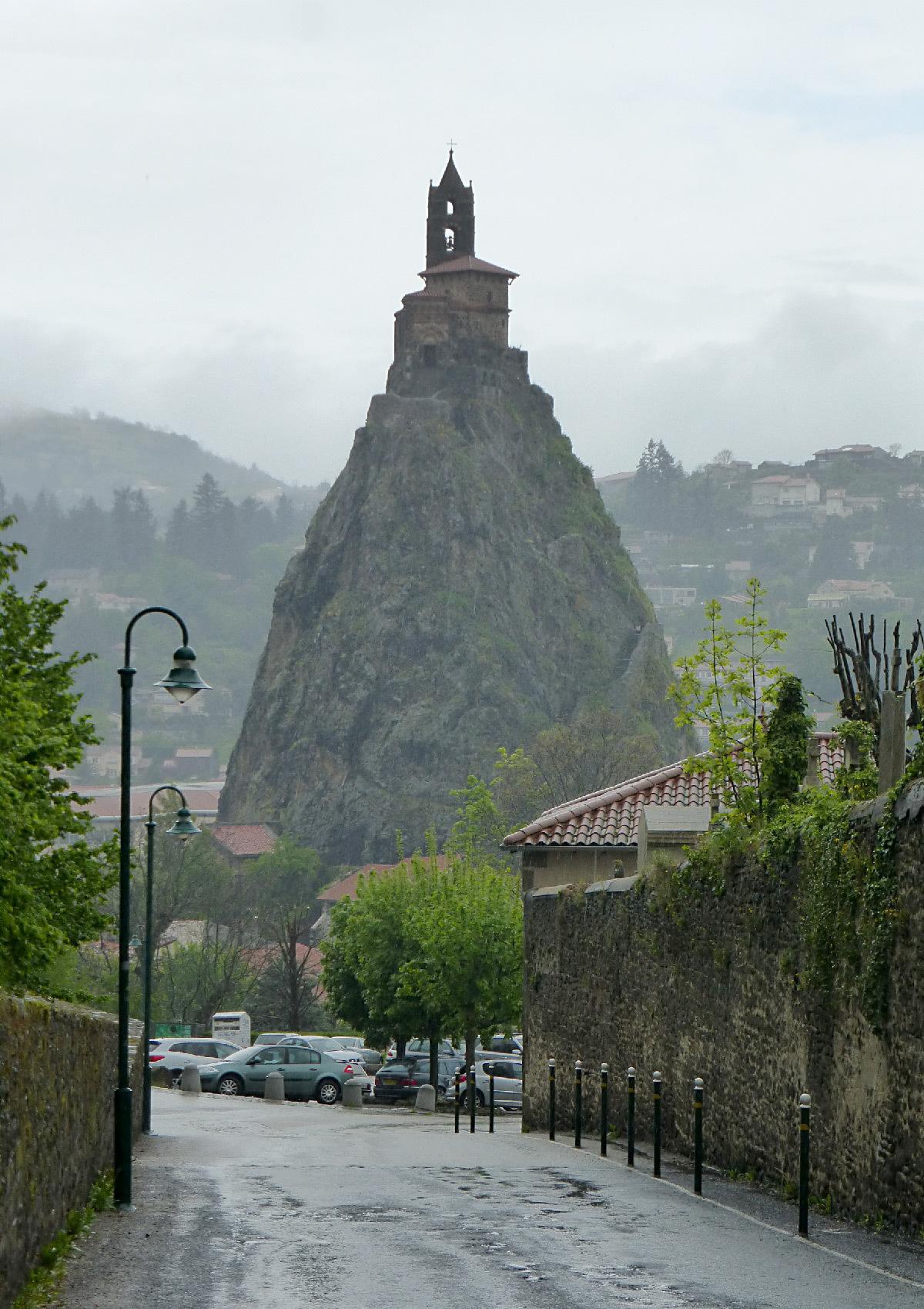 Puy en lumi res rocher d 39 aiguilhe un volcan en vid o mapping light zoom lumi re - Puy de lumiere ...