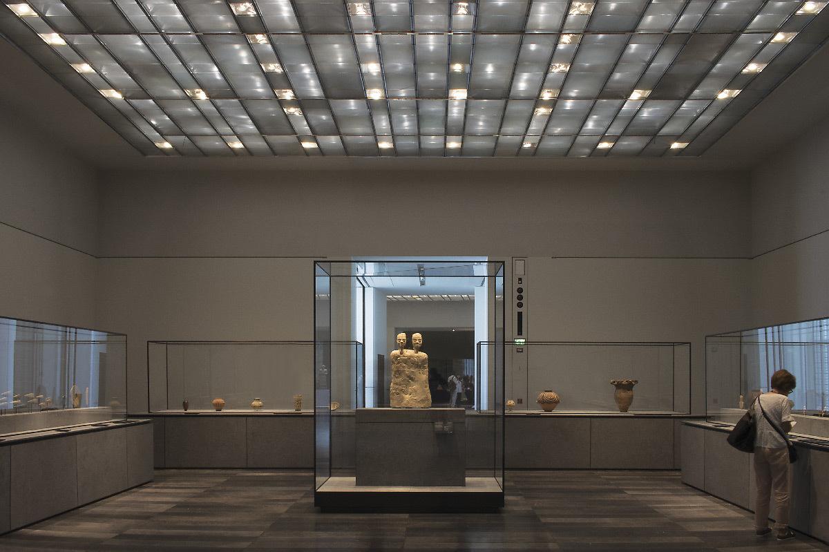 Louvre abu dhabi fen tres et tapis lumineux de 8 18 for Fenetre louvre