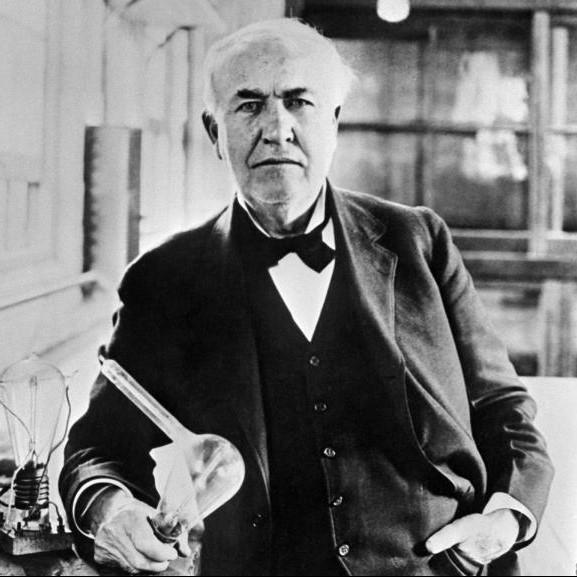 Thomas Edison Tenant Une Lampe Incandescence Light Zoom Lumiere