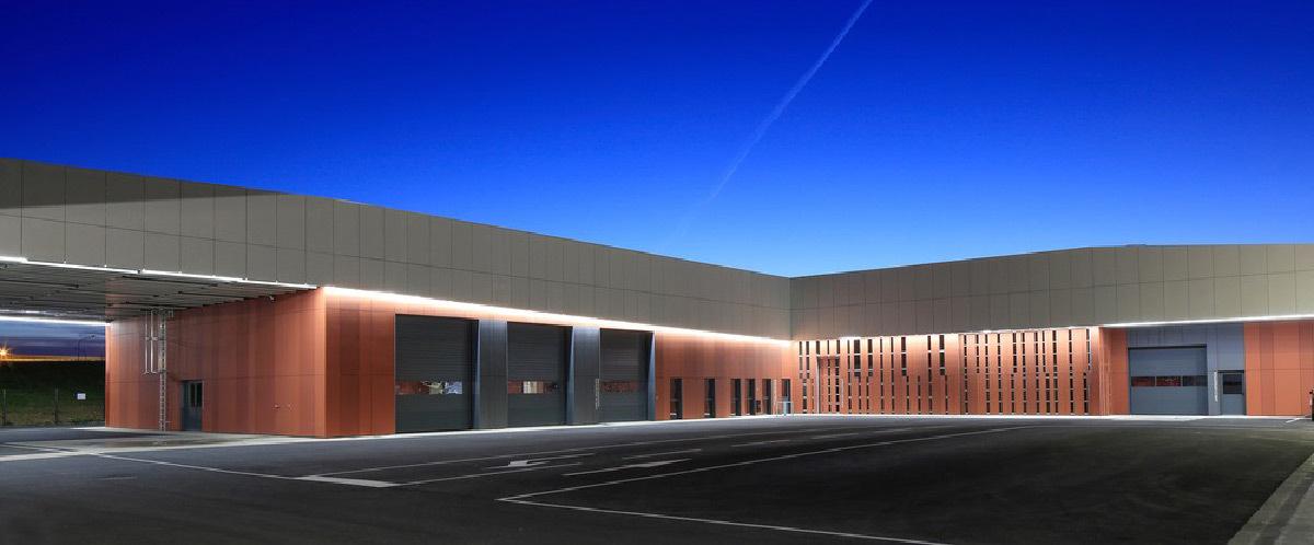 ligne de lumi re du centre technique municipal de blagnac light zoom lumi re le portail de. Black Bedroom Furniture Sets. Home Design Ideas
