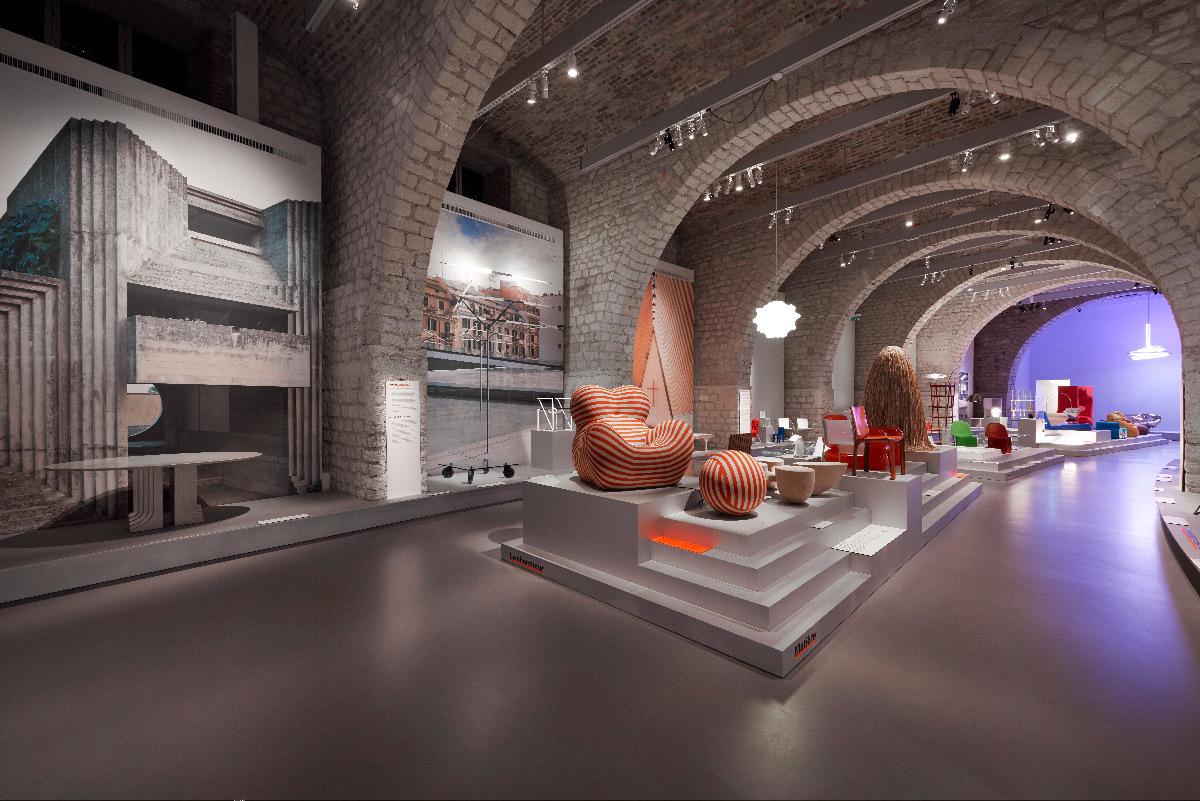 Vue de l'exposition, le mobilier d-architectes, Paris © Cité de l'architecture & du patrimoine, Denys Vinson, photographe